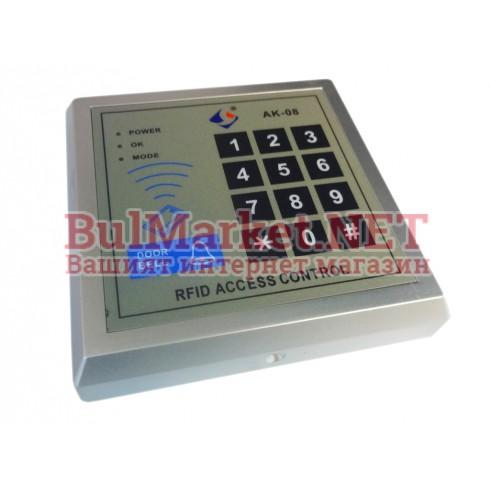 Самостоятелен терминал с четец и клавиатура за контрол на достъп за една врата 02